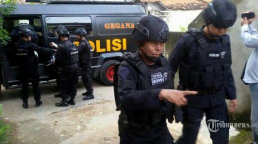 Politisi PKS Diamankan Densus 88 Saat Baru Turun Pesawat