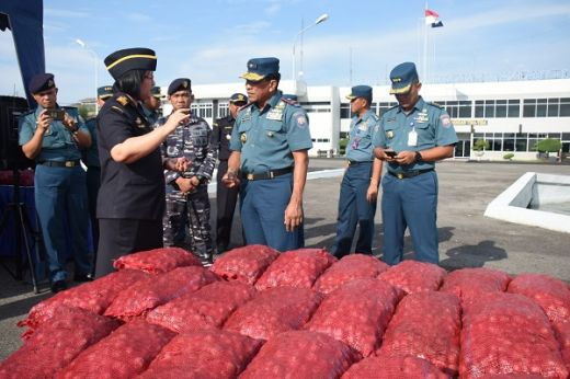 TNI AL Tangkap Penyelundup Bawang Merah di Perairan Sumut dan Aceh