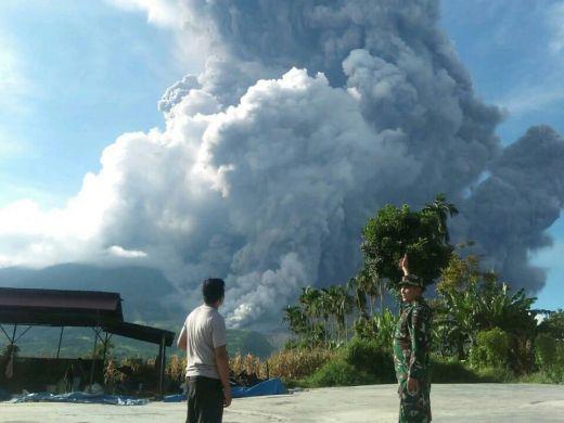 Gunung Sinabung Kembali Meletus dengan Tinggi Kolom Abu 7 KM, Masyarakat Sumut Diminta Waspada