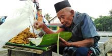 Meski Sudah Berusia 95 Tahun, Kakek ini Rela Jualan Tahu Hingga Jelang Subuh, Meski Untungnya Cuma Rp16 Ribu