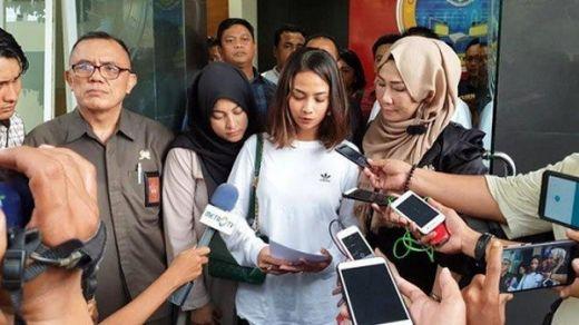 Meski Terbukti Terima Transferan 15 Kali dari Mucikari, Vanessa Angel Belum Tersangka