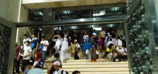 Malam Ini, Peserta Aksi 112 Tak Henti-hentinya Berdatangan ke ke Masjid Istiqlal