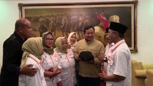 Pulang dari Kampanye di Solo, Prabowo Dapat Kejutan dari Pedagang Pasar di Rumahnya
