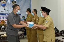 Dari NTB untuk Indonesia, 4.800 Unit Alat Rapid Test Entram Diserahkan Gubernur Zulkieflimansyah