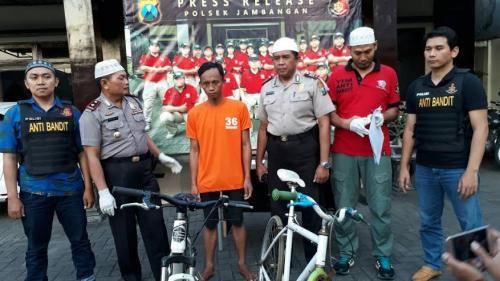 Kapokmu Kapan? Mencuri Sepeda Kok di Masjid, Ya Dibekuk Polisi...Rasain!