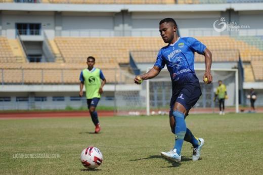 Uji Coba Lawan PS TIRA, Ardi Idris Ngaku Persib Bandung Akan Coba Formasi 3-4-3