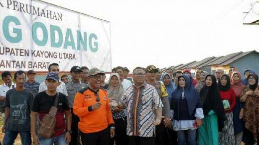 Idul Adha di Kampung Halaman, Oesman Sapta Bagikan 50 Rumah untuk Warga