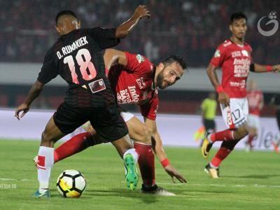 Lawan Persipura, Bek Bali United Tak Pikirkan Banyak Pemain Pilar Absen