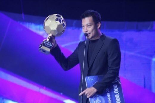 Hamka Hamzah Bek Terbaik Indonesian Soccer Awards 2019