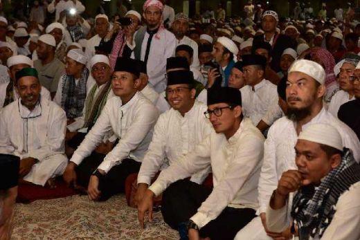 Anies, Sandi dan Agus Satu Shaf di Masjid Istiqlal