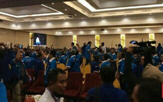 Rapat Pleno Kongres PAN Ricuh, Peserta Saling Lempar Kursi!