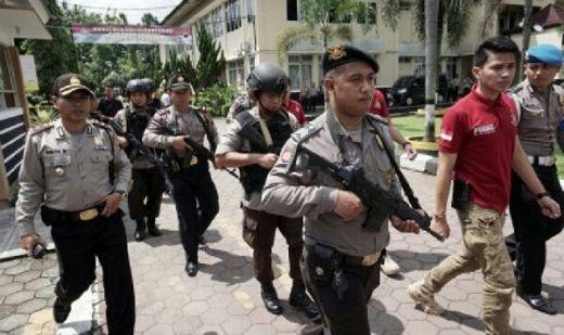 Pengendara Motor Terobos Mapolres dan Bacok Polisi