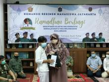 Gandeng Menwa Jayakarta, Legislator PKS Berbagi Santunan dan Paket Lebaran bagi Dhuafa