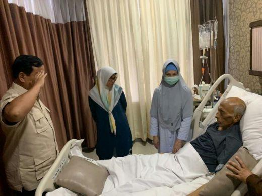 Jenguk di RSPAD, Prabowo Doakan Jenderal George Toisutta