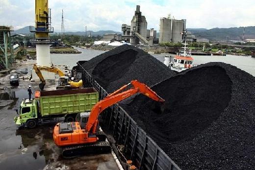 Politisi Golkar Minta Pemerintah Tekan Produksi Batubara