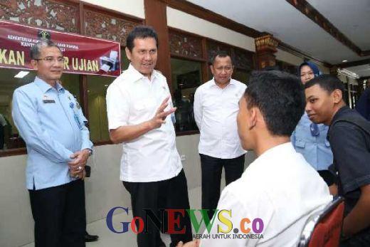 Tinjau SKD CPNS di Denpasar, Menteri Asman: Tak Seorang pun Bisa Bantu Loloskan Tes CPNS