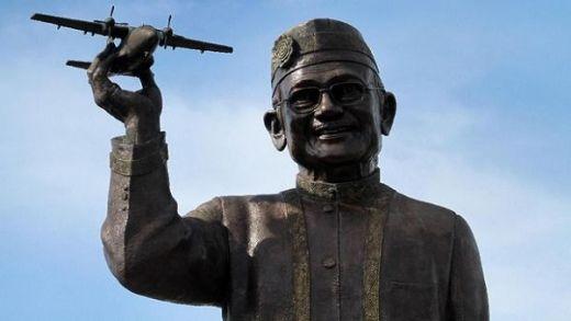 BJ Habibie, Paket Komplet Bangsa Indonesia