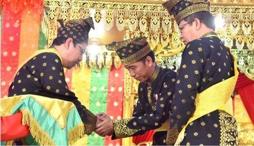 Terjebak Janji Palsu Hilangkan Asap, Warga Riau Desak LAM Cabut Gelar Jokowi sebagai Datuk Seri Setia Amanah