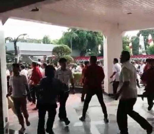Kantor Kemendagri Diserang Massa, 3 Orang Terluka termasuk Wartawan