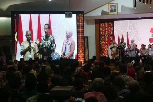 Tanya Kondisi Jalan, Jokowi: Sudah Mulus Belum? Kadis Pendidikan di Papua Ini Jawab Belum Pak...