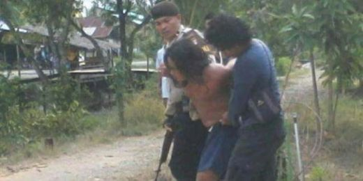 Ngamuk... Pria Pengidap Gangguan Jiwa Bacok Polisi