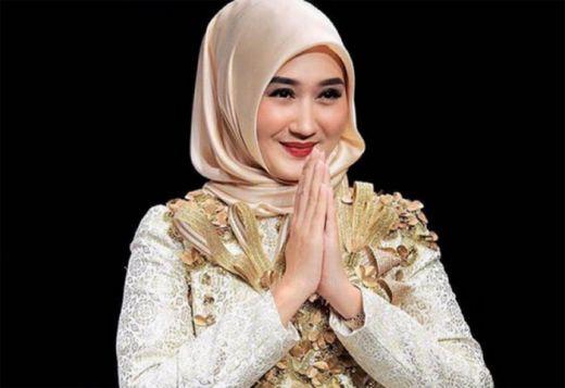 Desainer Busana Muslim Dian Pelangi Prediksi Warna Coffeetone akan Ngetred, Ini Penjelasannya...