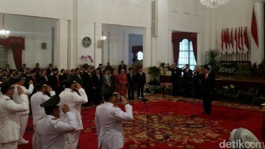 Jokowi Lantik 5 Gubernur dan 6 Wakil Gubernur, Termasuk Wagubri