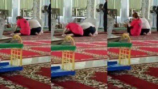 2 Wanita Buddha Sembahyang dalam Masjid karena Menyangka Kuil