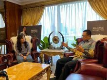Nge-Vlog Kebangsaan Bareng Artis, Giliran Ayu Ting-ting yang Digandeng Ketua MPR