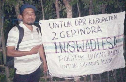 Tak Ingin Hamburkan Uang, Caleg Gerindra Asal Gorontalo Pakai Karung buat Baliho