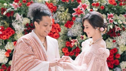 5 Pernyataan Ibunda Indah Permatasari soal Anaknya Menikah dengan Arie Kriting
