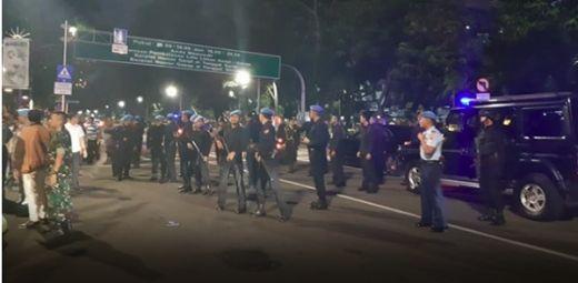 Ricuh, Massa SP-AMT Berhasil Hadang Mobil Jokowi