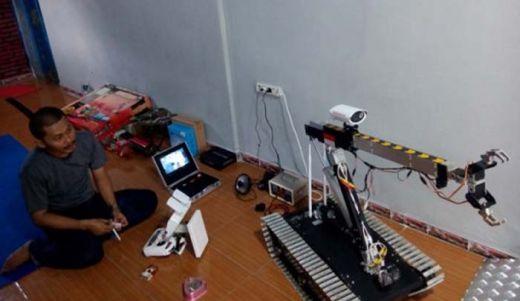 Wah Keren... Tamatan SMP Ini Ciptakan Robot Penjinak Bom