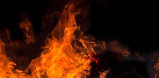 Tabrak Pohon, Penjual Bensin Tewas Terbakar