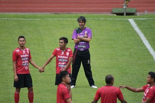 Teco Sesalkan Insiden Pemukulan Pelatih Semen Padang FC