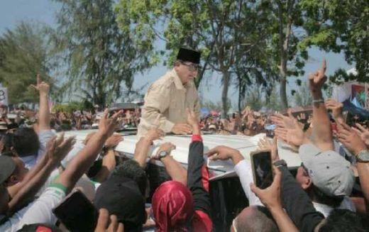 Tiba di Batam, Prabowo: Yang Nyambut Ribuan Orang, Sepertinya Survei Salah Semua Nih!