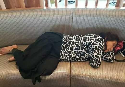 Bu Menteri Susi Tidur Pules di Bandara New York, Warganet Heboh