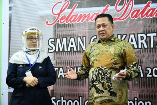 Dihadapan Siswa Baru SMAN 6 Jakarta, Bamsoet Berikan Motivasi Hidup dengan Kegiatan Positif