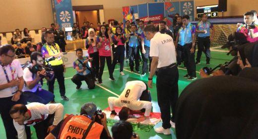 Sujud Syukur Atlet Iran Tanda Cinta Indonesia