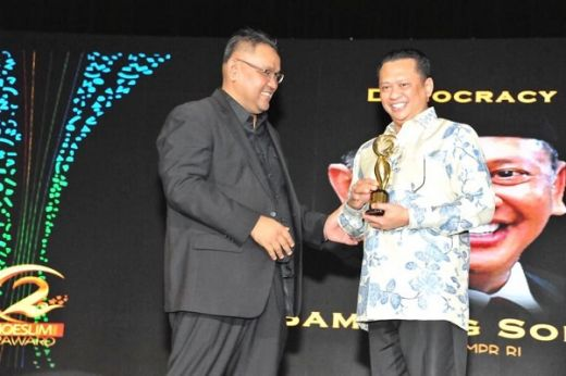 Bamsoet Raih Penghargaan Democracy Award di Moeslim Choice Award 2019