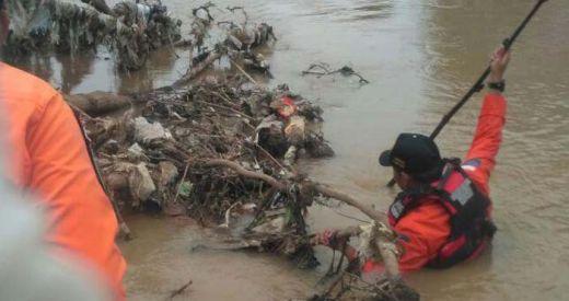 Diduga Bunuh Diri, Ibu dan Anak Perempuannya Lompat ke Sungai