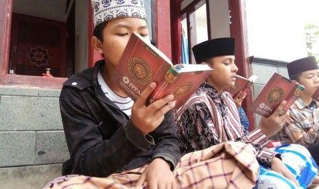 Sejuta Alquran untuk Penghafal Alquran dari PPPA Daarul Quran