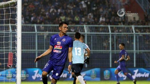 Dave Tak Masalah Jadi Gelandang Sayap Arema FC