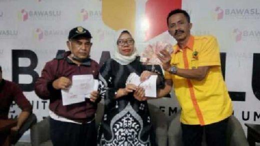Istri Caleg PDIP Kota Probolinggo Kepergok Bagikan Uang ke Warga