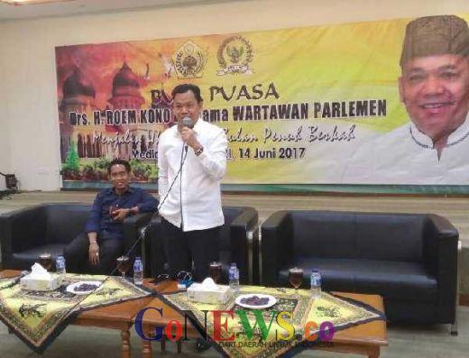 Buka Bersama Wartawan Parlemen: Roem Kono Ajak Masyarakat Kembali ke Budaya Gotong Royong