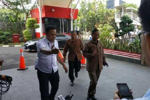 Sambangi KPK, Benarkah Mahfud MD Laporkan Rommy dan Cak Imin?