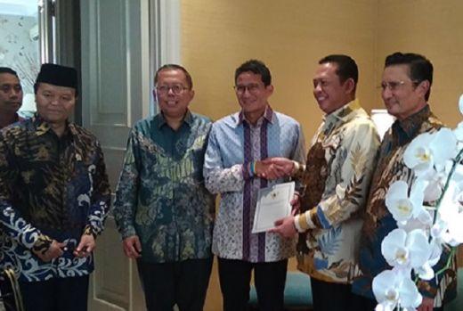 Undang ke Pelantikan Jokowi, Bamsoet Sambangi Kediaman Sandiaga