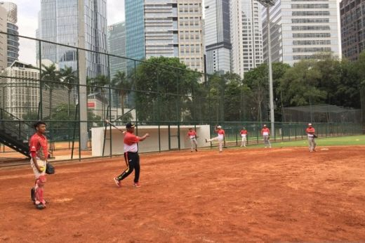 Bicara Soal Target Sofbal Putra, Leonard Djarkasih: Amankan Tiket Final Dulu