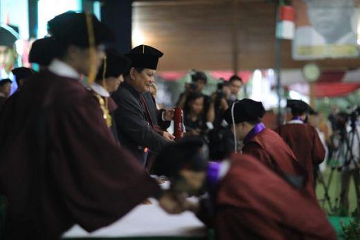 Hadiri Wisuda UKRI, Prabowo: Kalian Harus Terus Mengabdi ke Rakyat Indonesia