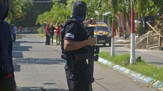 Breaking News: Densus 88 Kembali Baku Tembak dengan Kelompok Teror di Surabaya